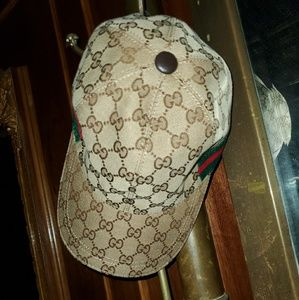 Gucci gg supreme hat with web